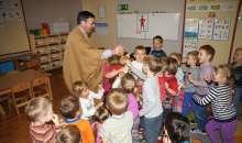 Ojciec Misjonarz odwiedził nasze przedszkole